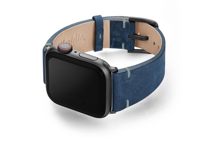 Arctic-Night-AW-blue-vintage-band-with-case-on-left