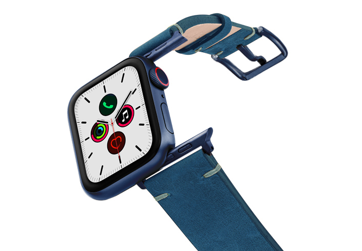 Arctic-Night-AW-vintage-band-case-on-air-with-blue-adaptors