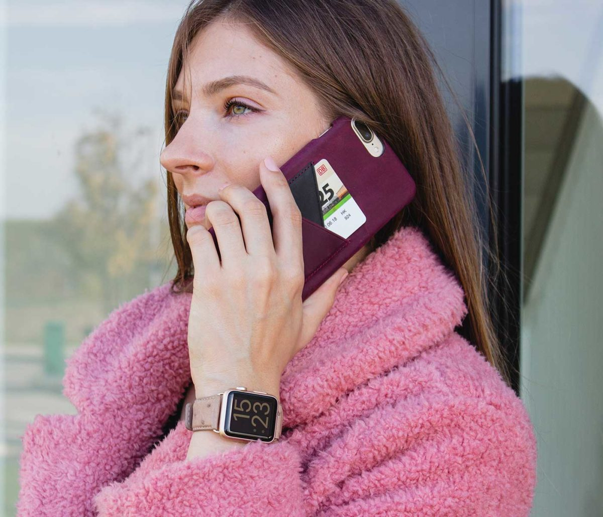 Canvasback-Apple-watch-powder-ostrich-leather-band-with-a-velvet-fur-coat