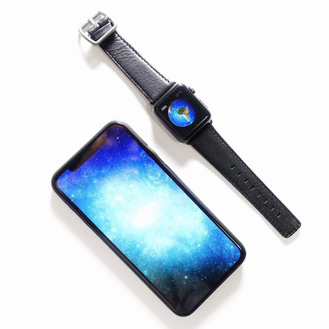 Ink-Apple-watch-nappa-band-with-world-on-display-Serena-Sertore