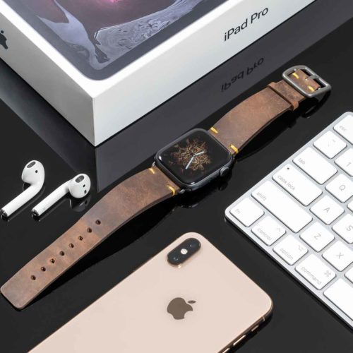 Old-Brown-Apple-watch-vintage-band-close-to-a-tablet-bs