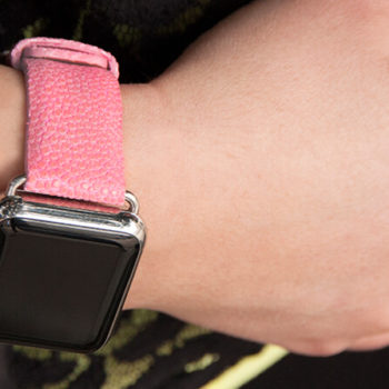 cashmere-rose-stingray-leather-apple-watch-band