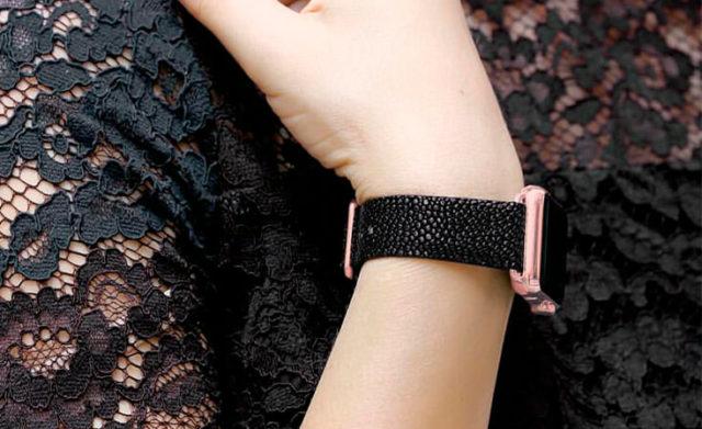 dark-stingray-leather-apple-watch-band-denim-woman