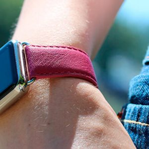 scarlets-velvet-nappa-apple-watch-leather-band-woman