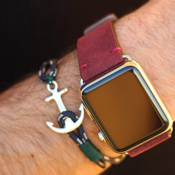 vintage-colonial-red-Apple-Watch-leather-band