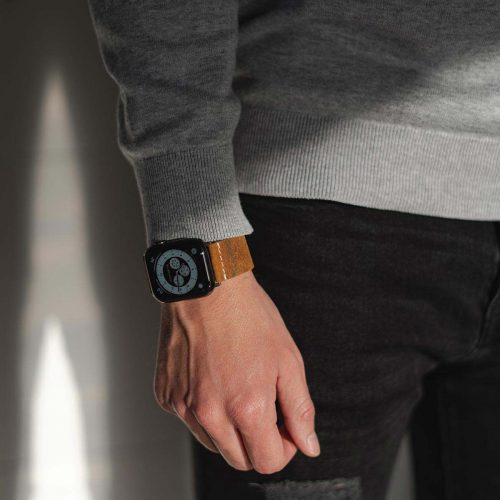 Cordwood-Apple-watch-brown-heritage-calf-leather-band-lifestyle-urban-outfit