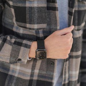 Forest_Black-Apple-watch-heritage-calf-leather-band-handling-with-an-urban-outfit.jpg