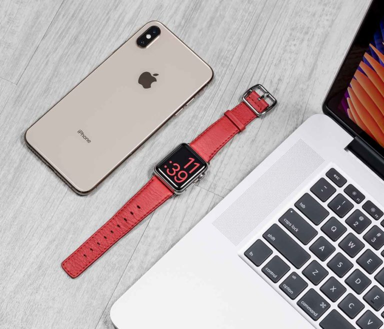 Coral-Apple-watch-nappa-band-close-to-iphoneX-bs