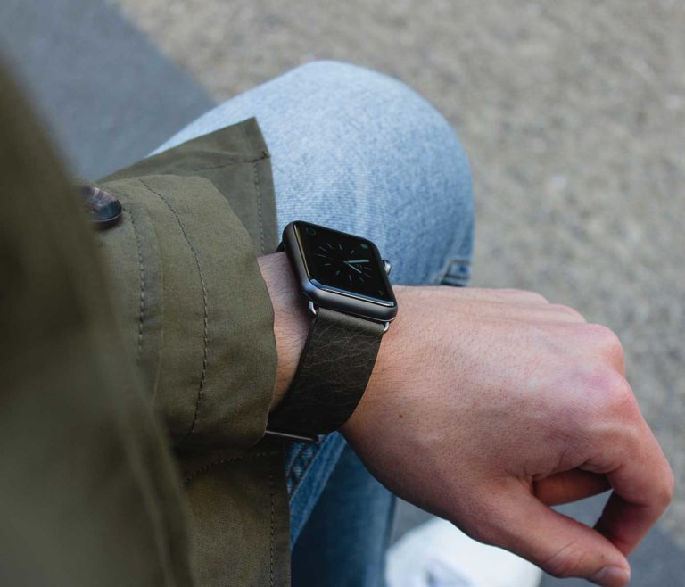 Deep-Leaf-Apple-watch-green-full-grain-leather-band-and-a-man-with-a-coat-in-a-rain-day-BS