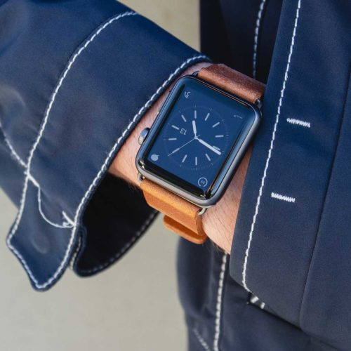 Tawny-Apple-watch-full-grain-brown-leather-band-close-to-a-blue-male-coat