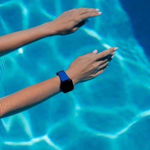 Deep-Ocean-Apple-watch-blue-rubber-band-swimming-workout