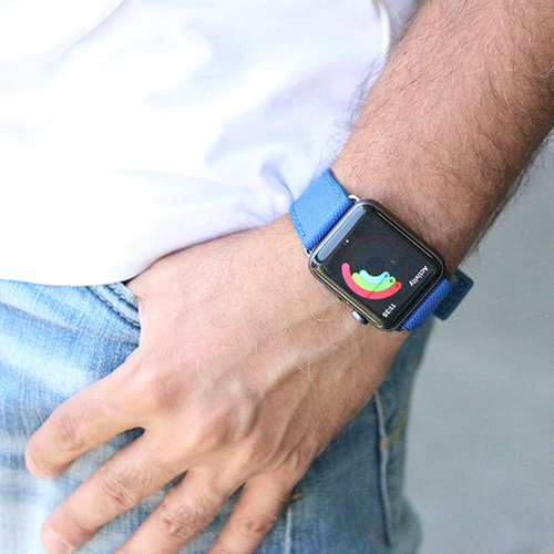 Electric-Blue-Apple-watch-natural-rubber-band-close-to-jeans-ig