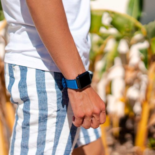 Electric-Blue-Apple-watch-rubber-band-summer-outfit-on-stripes-short