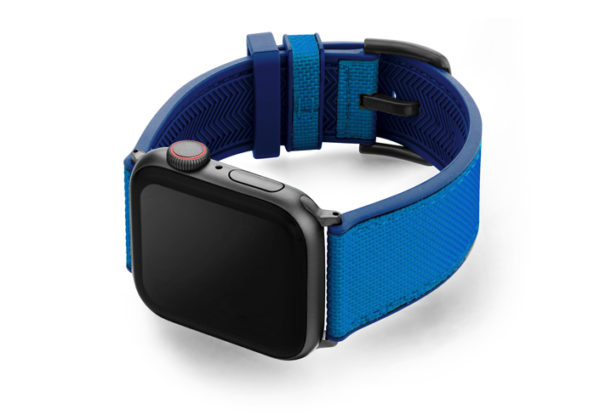 Electric_Blue_Apple_watch-caoutchouc_band_with_space_grey_case_on_right