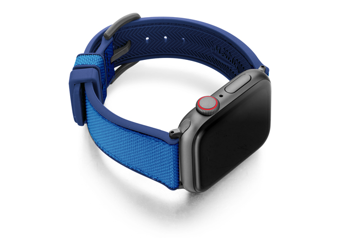 Electric_Blue_Apple_watch-caoutchouc_band_with-space-grey-case-on-left