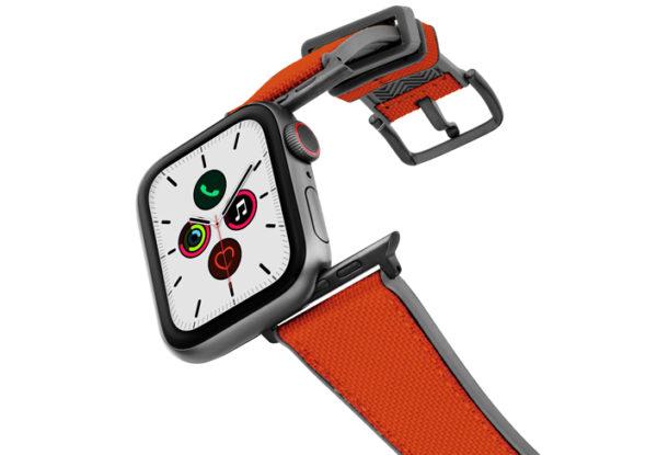 Lobster_Apple_Watch_caoutchouc-band-with-a-space-grey-case-on-air