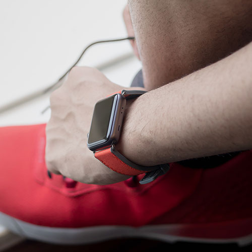 Lobster-Apple-watch-red-natural-rubber-strap-close-to-runner-shoes-ig