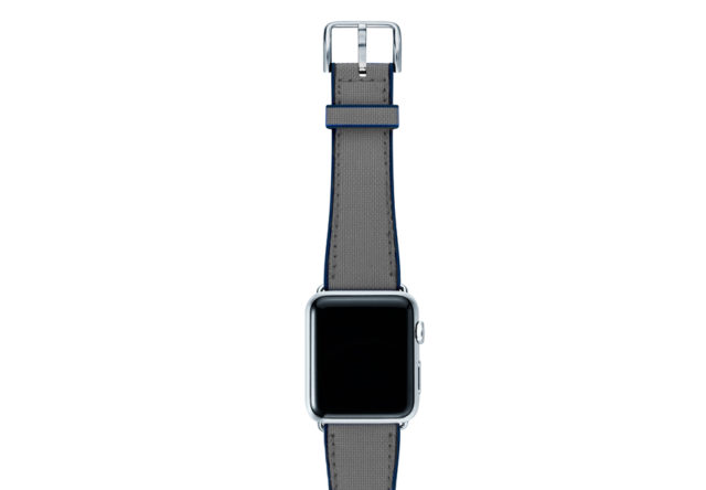 Summer-Cloud-Apple-watch-grey-natural-rubber-strap-with-silver-case