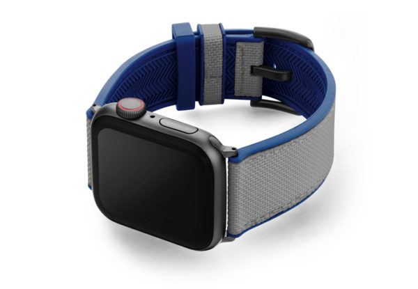Summer_Cloud_Apple_watch_caoutchouc_band_with_space_grey_case_on_left