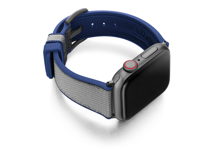 Summer_Cloud_Apple_watch_caoutchouc_band_with_space_grey_case_on_lright