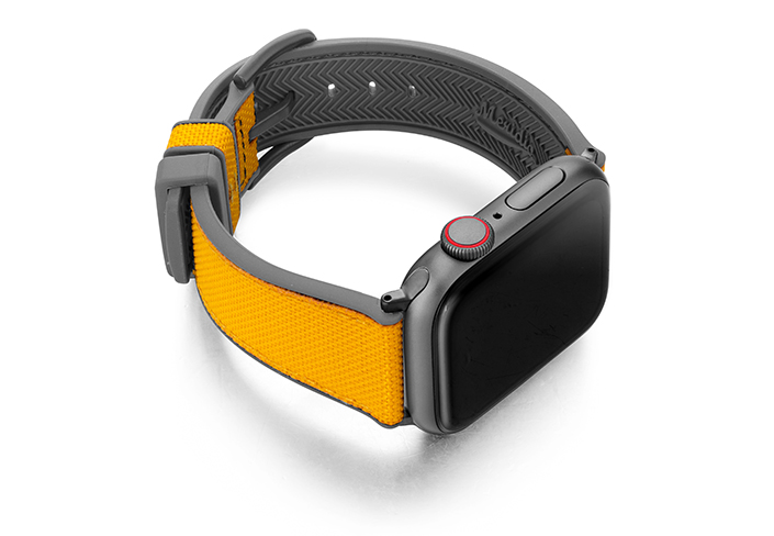 Submarine-AW-yellow-caoutchouc-band-with-case-on-right