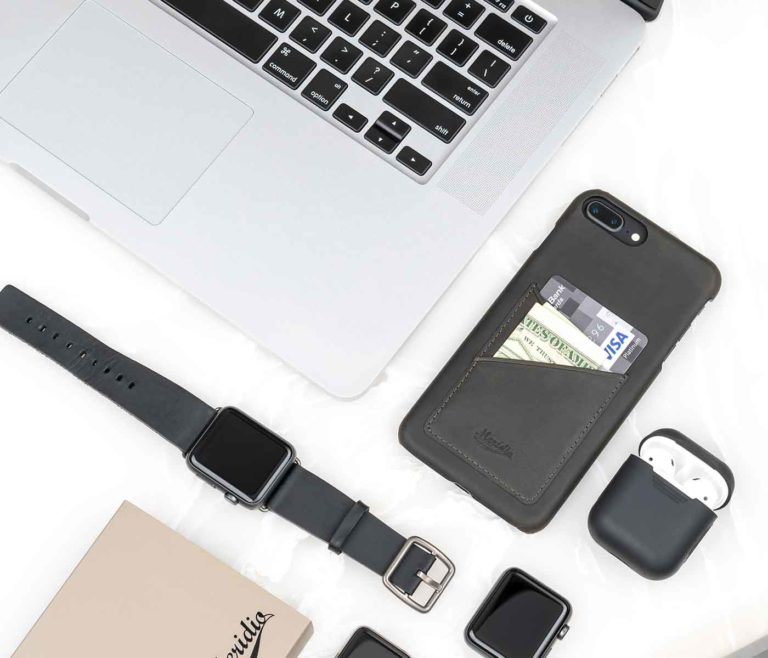 Carbon-Core-Iphone-dark-grey-leather-case-on-top-close-to-a-balck-full-grain-leather-band-bs