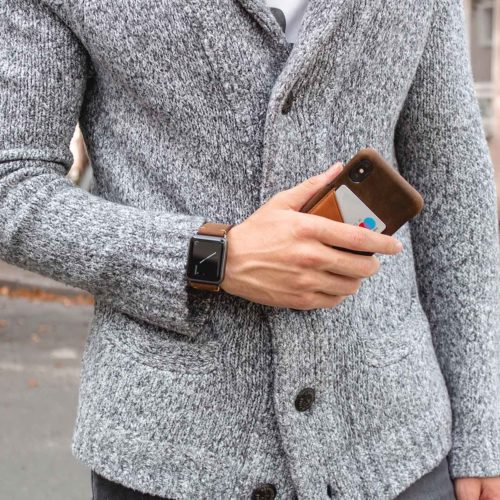 Cigar-Iphone-dark-brown-leather-case-handmade-by-a-man-with-a-grey-pullover-bs