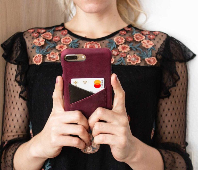 Grapevine-Iphone-bordeaux-leather-case-handmade-by-a-woman-wear-a-black-elegant-dress-bs