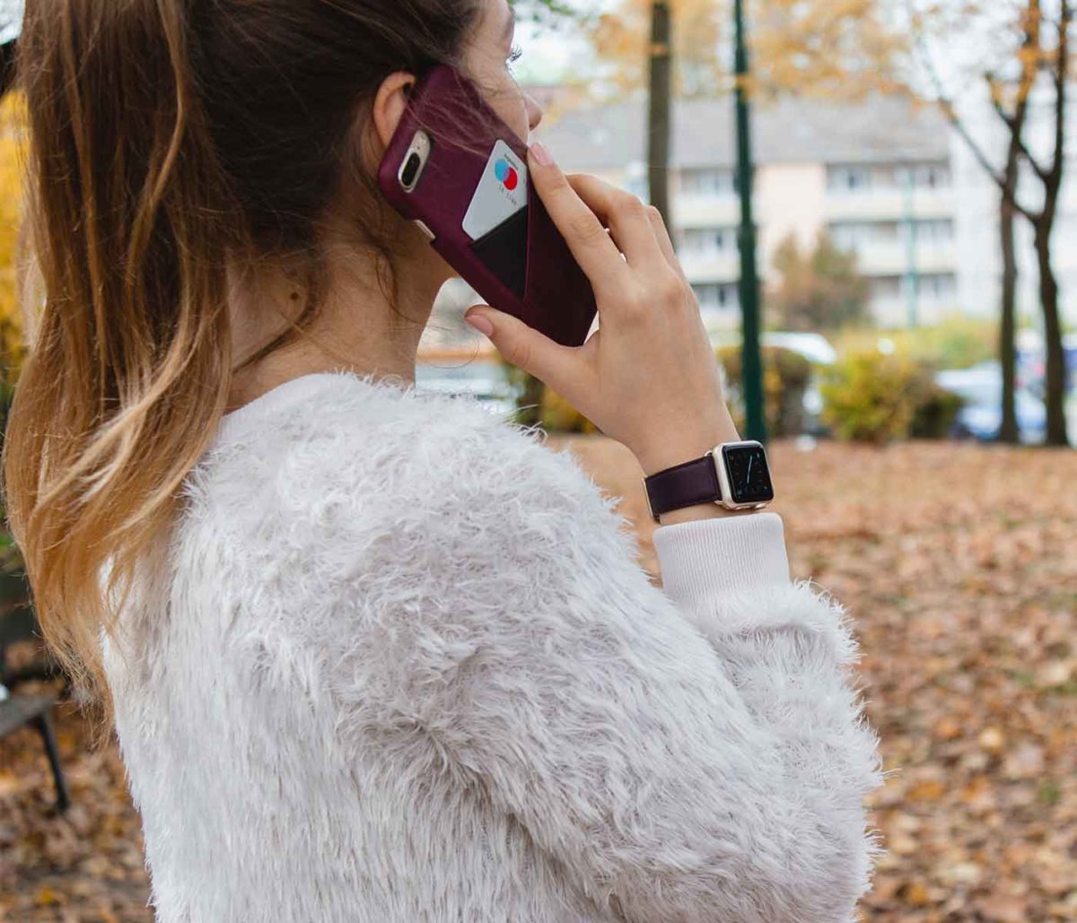 Burgundy+Grapewine-comabo-Apple-accessories-for-her-christmas-outfit