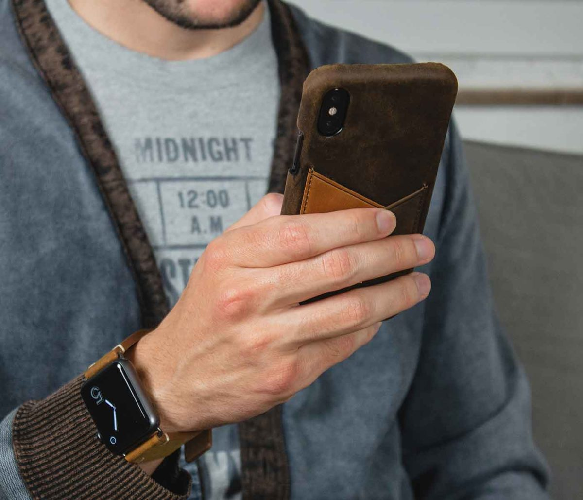 Cigar+Smoked-Walnut-brown-combo-Apple-accessories-with-a-denim-male-outfit