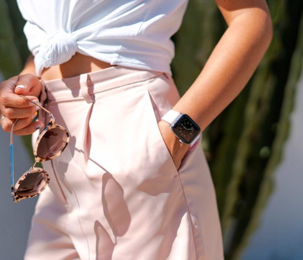 Pink-Sand-Apple-watch-rubber-band-for-her-classic-outfit