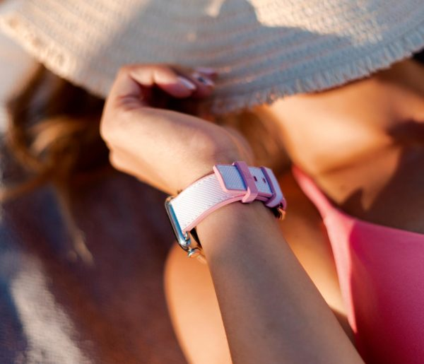 Pink-sand-Apple-wwatch-rubber-band-for-her-close-to-a-sea-hat