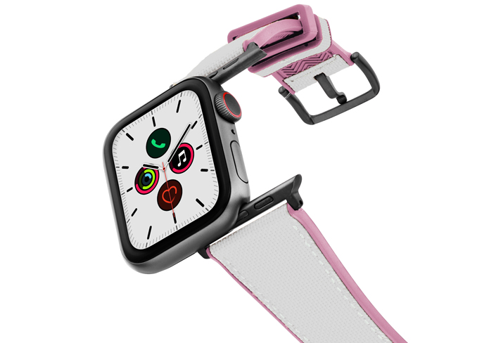 Pink_Sand_Apple_watch_caoutchouc_band_with_case_on_air