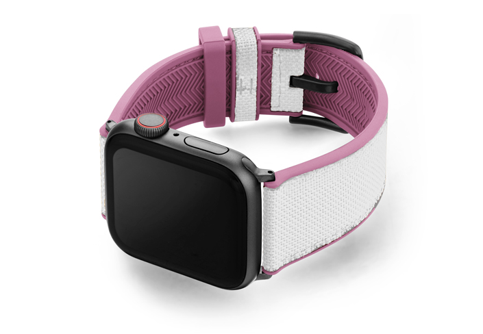 Pink_Sand_Apple_watch_caoutchouc_band_with_space-grey-case_on_left