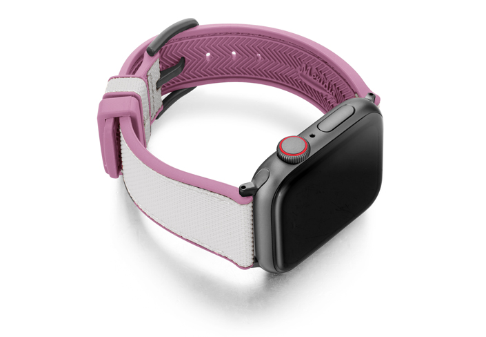 Pink_Sand_Apple_watch_caoutchouc_band_with_space-grey-case_on_lright