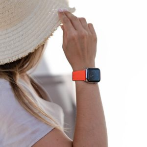 Flaming Mango-Apple-watch-orange-fluo-band-on-a-beach-sunset-bs