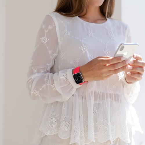 Iced Watermelon-Apple-watch-fuchsia-fluo-band-with-a-white-dress