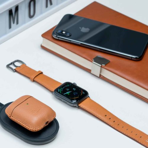 Apple-combo-light-brown-leather-accessories-close-to-an-agenda-bs