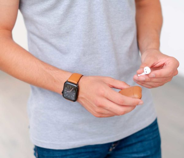 Apple-light-brown-combo-accessories-for-him-with-a-casual-outfit-bs