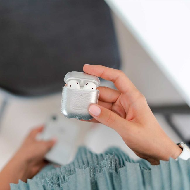Crystal-Airpods-silver-leather-case-in-her-hands-bs