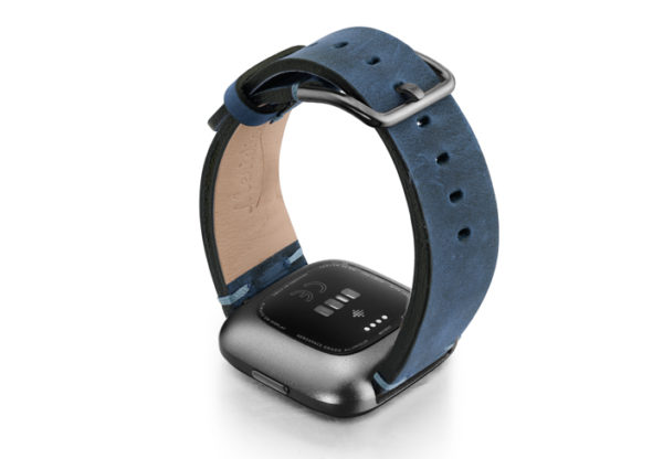 Arctic-Blue-Fitbit-vintage-leather-band-with-back-carbon-aluminium-case