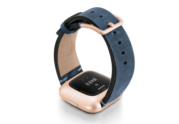 Arctic-Blue-Fitbit-vintage-leather-band-with-back-rose-aluminium-case