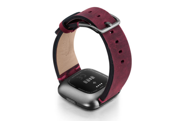 Colonial-Red-Fitbit-vintage-leather-band-with-back-carbon-aluminium-case