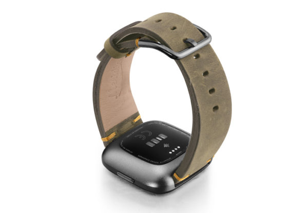 Driedherb-Fitbit-vintage-leather-band-with-back-carbon-aluminium-case