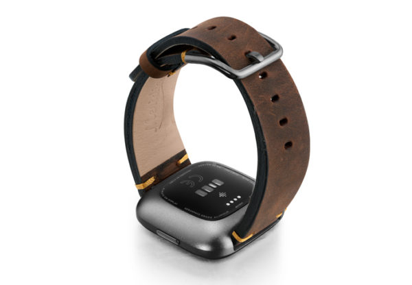 Old-Brown-Fitbit-vintage-leather-band-with-back-carbon-aluminium-case
