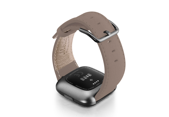 Pottery-Fitbit-nappa-leather-band-with-carbon-aluminium-case