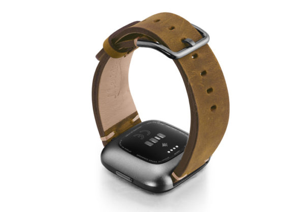 Smokedwalnut-Fitbit-vintage-leather-band-with-back-carbon-aluminium-case