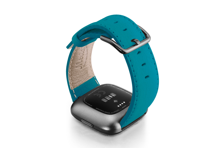Turquoise-Fitbit-nappa-leather-band-with-back-carbon-aluminium-case
