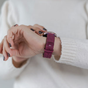 galaxy-watch-active-colonial-red-on-wrist-for-her-with-a-white-shirt