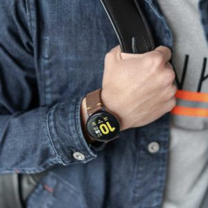 galaxy-watch-active-old-brown-on-wrist-for-him-close-up